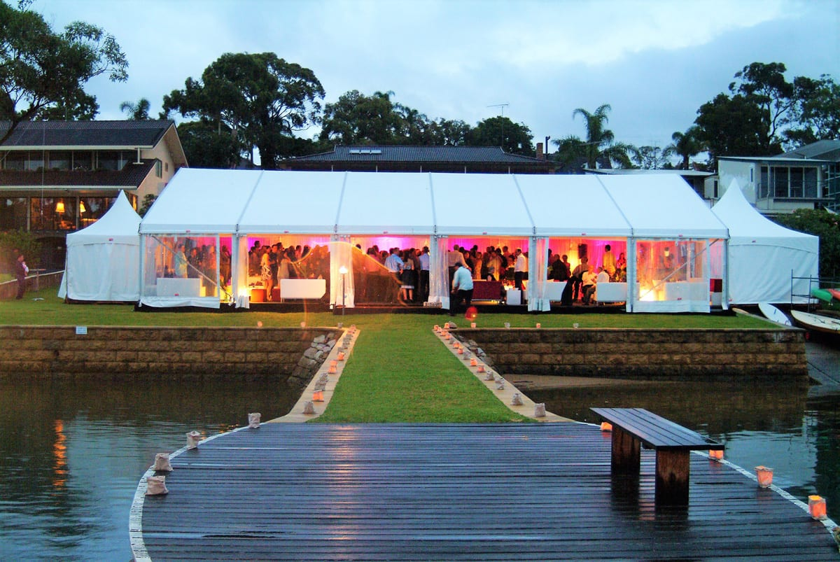 A HÖCKER P Series heavy duty party tent being used for a Wedding