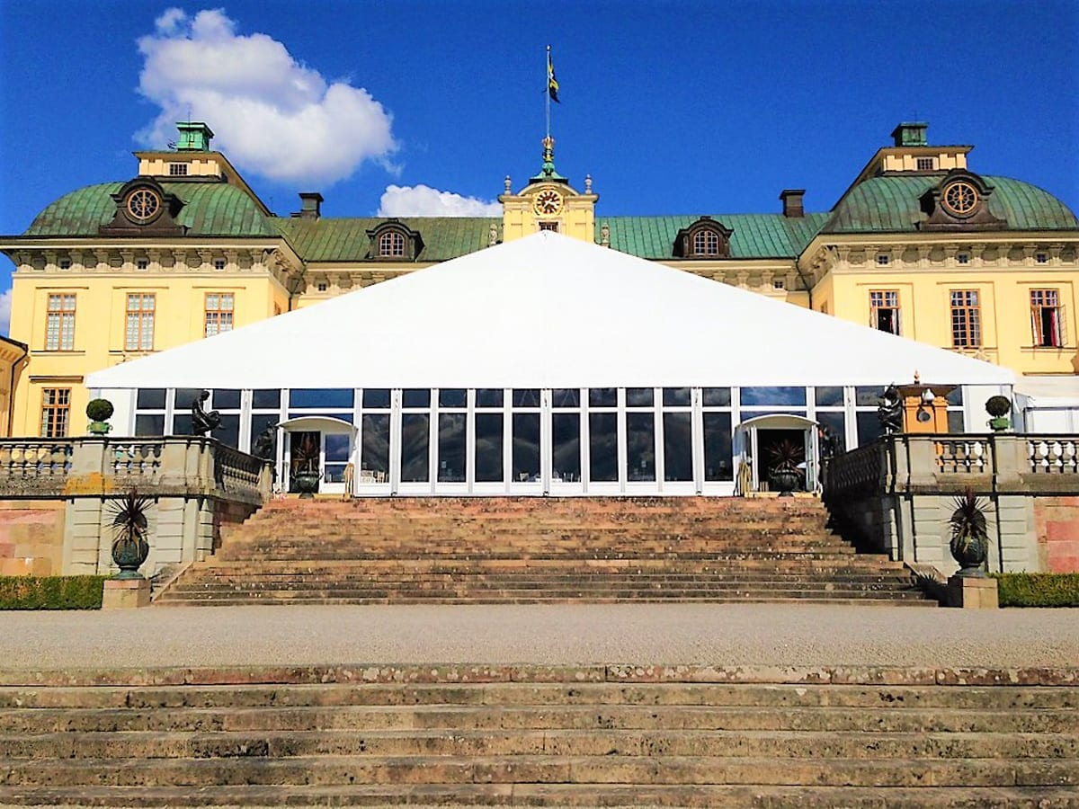 A HÖCKER F-Series large A-frame tent for a hospitality event at a manor house