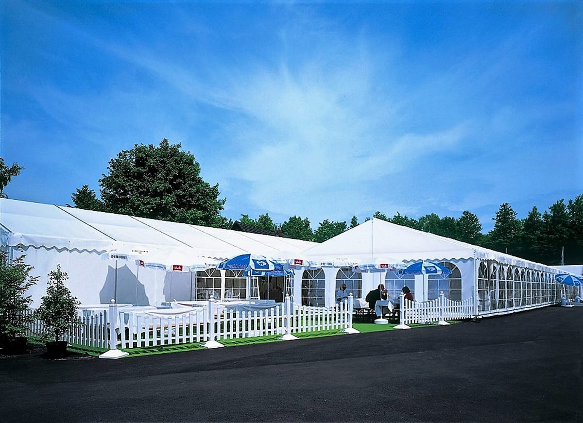 A HÖCKER P Series event tent used for catering with outside seating area